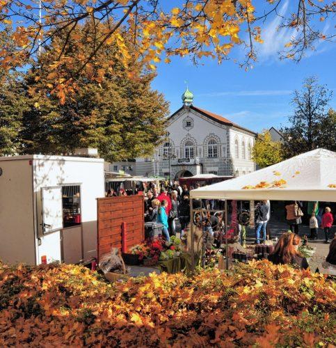 Der Kolbermoorer Kirchweihmarkt lockt wie jedes Jahr viele Besucher. Fotos: Richter
