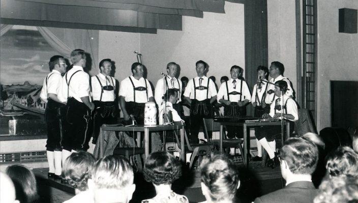 Der erste Auftritt der Gesangsgruppe 1968.