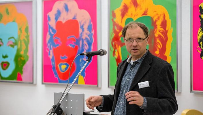 """Mit Andy Warhols """"Marylin Monroe"""" im Hintergrund forderte Christian Poitsch mehr Engagement von allen Kulturschaffenden. Foto: Robert Bohlen, granitmedia"""
