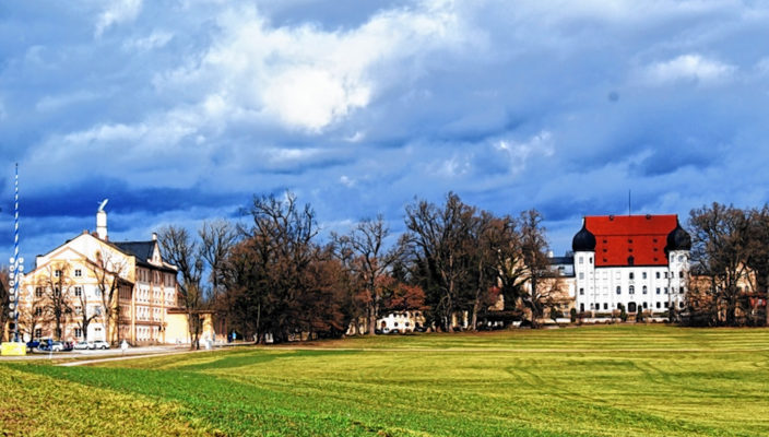 Ein Teil der Veranstaltungen findet auf Schloss Maxlrain statt.