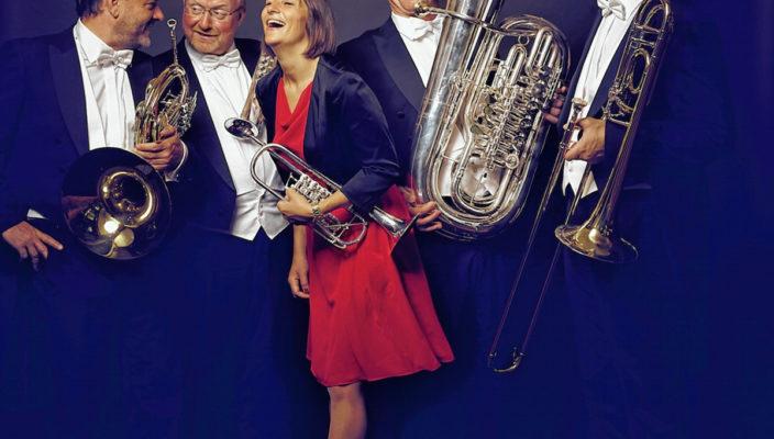 Die virtuosen Bläser des Ensembles überzeugen mit besonderen Eigenkompositionen und Klassikern.