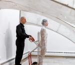n Aktion: Das Performance-Duo Angela Dauber und Samuel Rachl.