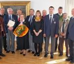 Die Geehrten, die örtlichen Bürgermeister, Landrat Neiderhell (links) und Karl-Heinrich Zeuner vom BRK (rechts).