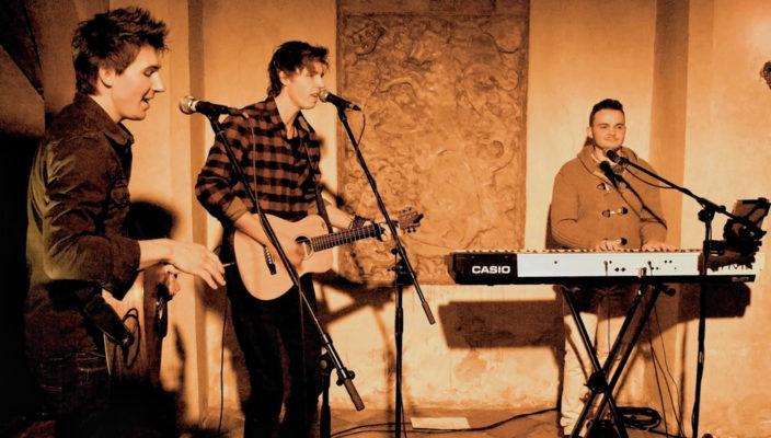 """Die Band """"Brothers"""" gilt als Geheimtipp in Rosenheim."""