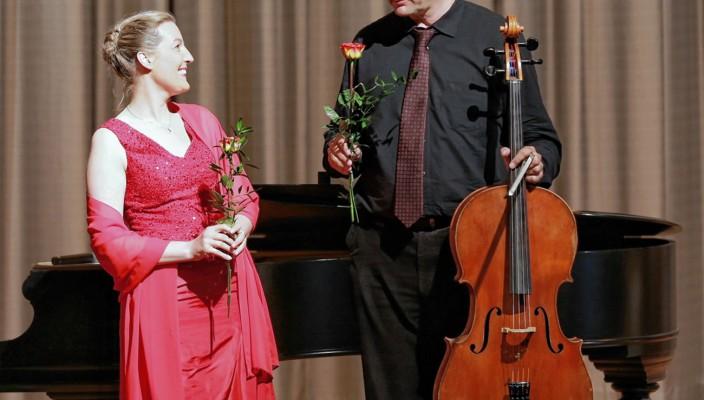 Johanna Weiß (Sopran) und Götz von der Bey (Cello)