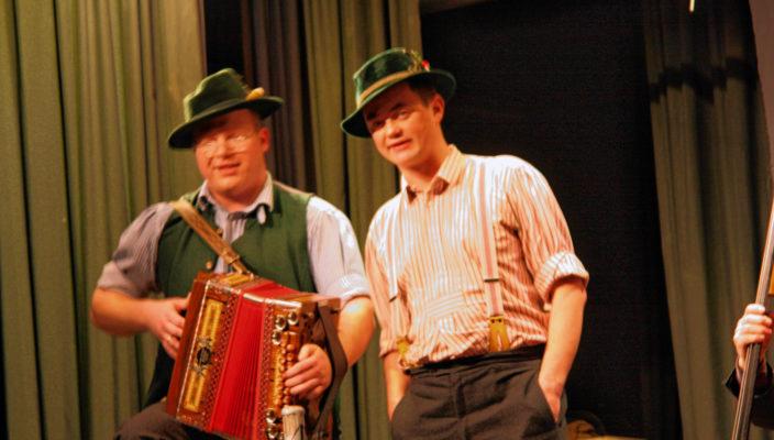 Das urige Duo singt Wirtshauslieder und Couplets.