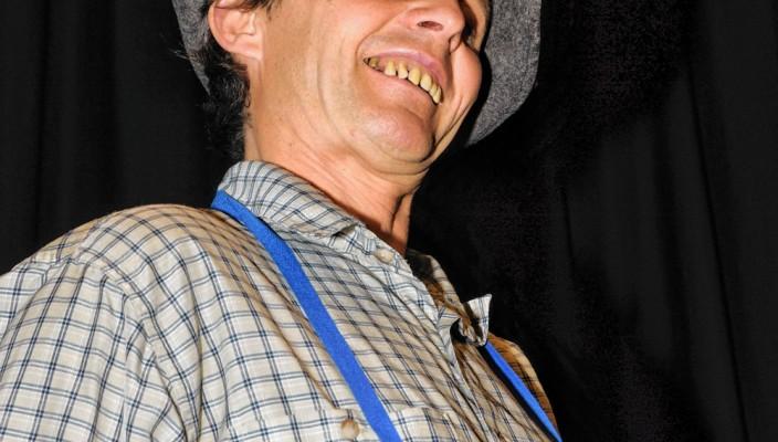 """Die Kunstfigur ,,Luis aus Tirol"""" ist mit ,,Weibernarrisch"""" am Freitag, 28. November, um 20 Uhr zu Gast im Ballhaus Rosenheim."""