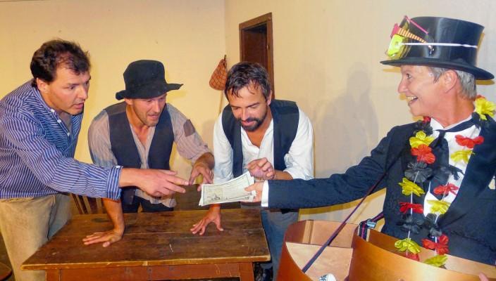 Knieriem, Leim, Zwirn und rechts der Lumpazivagabundus. Foto: Jacobi