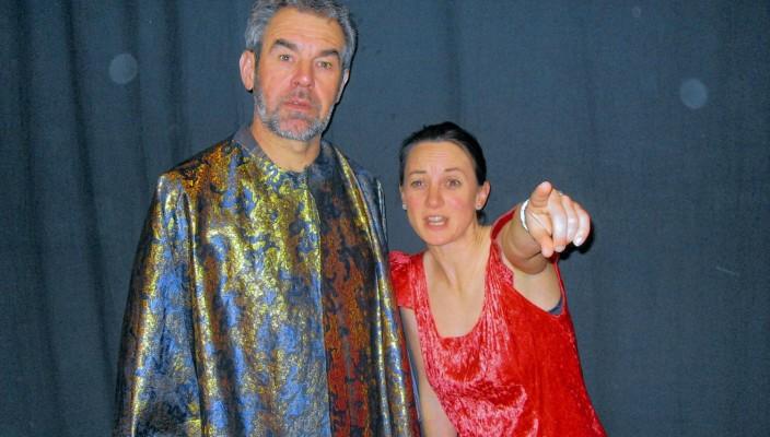 Lystrata (Gertraud Hauer) erklärt dem Ratsherrn (Andreas Wörndl) ihr Ansinnen.