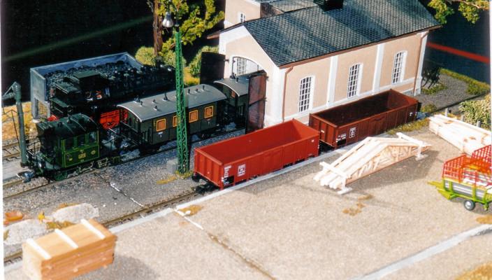 Täuschend echt wie im großen Original, das Modell der Eisenbahnfreunde Chiemgau.