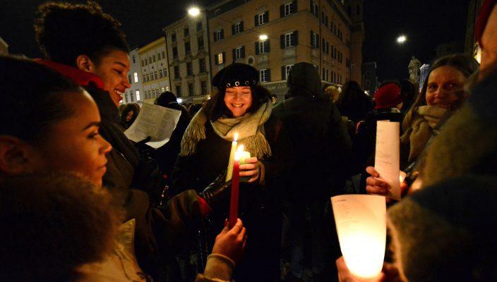 Über 200 Teilnehmer waren bei der Lichterkette im Februar dabei. Foto: Maresa Jung