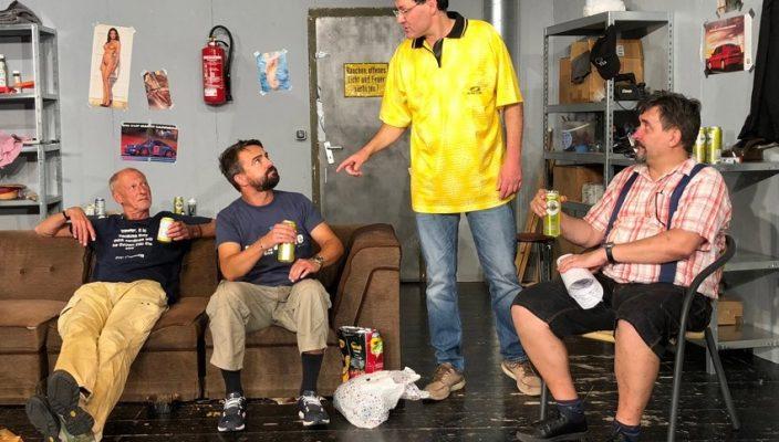 Lars (Gerd Niedermayer), Eroll (Peter Panhans), Helmut (Bernd Metzger) und Mario (Carsten Schmidt) in ihrem Männerhort.