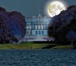 """Prien. Er ist leider so schön und geistvoll, seelenvoll und herrlich, dass ich fürchte, sein Leben müsse wie ein flüchtiger Göttertraum in dieser gemeinen Welt zerrinnen ..."""", schrieb einst der Komponist Richard Wagner nach der ersten Begegnung mit König Ludwig II. Am Samstag, 6. September, bietet die Priener Tourismus GmbH letztmals für 2014 eine """"Mondkönig-Märchenkönig""""-Führung auf der Herreninsel an."""
