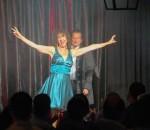 Mentalist Roland Mayer und seine bezaubernde Assistentin Christine begeistern das Publikum mit verblüffenden Tricks.