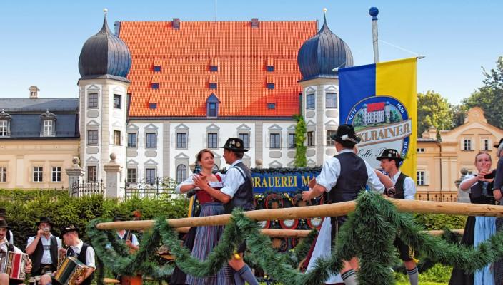 Ein Betrieb mit bester bayerischer Tradition: die Schlossbrauerei Maxlrain.