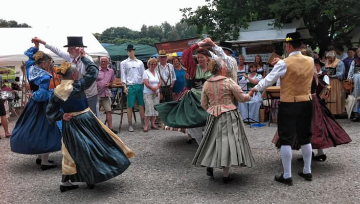 Prächtige historische Tracht auf dem Maxlrainer Trachten- und Handwerkermarkt.