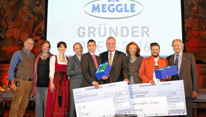 Toni Meggle, rechts im Bild, und Minister Joachim Herrmann zeichneten die Gewinner Klaus Lerner, Zweiter von rechts, Dirk Huber, Mitte, und Marcus Fußstetter, Vierter von links, aus. Fotos: Meggle