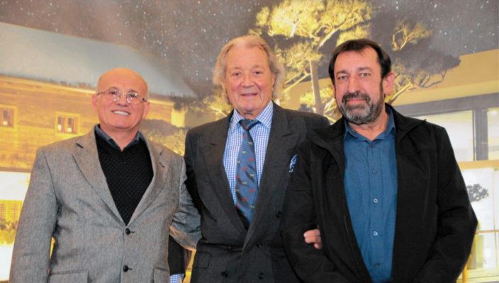 Zwei der Jubilare zum 40-jährigen Betriebsjubiläum und der Unternehmenschef (von links nach rechts): Süleyman Pala, Toni Meggle, Johann Perzlmaier.