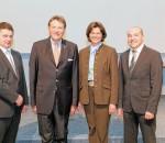 IHK-Präsident Eberhard Sasse (Zweiter von links) und die bayerische Wirtschaftsministerin Ilse Aigner gratulierten den zwei Preisträgern aus dem Landkreis Rosenheim bei einer Feierstunde in der IHK-Akademie München: Robert Pypetz (links) und Gustav Robert Voit (rechts).