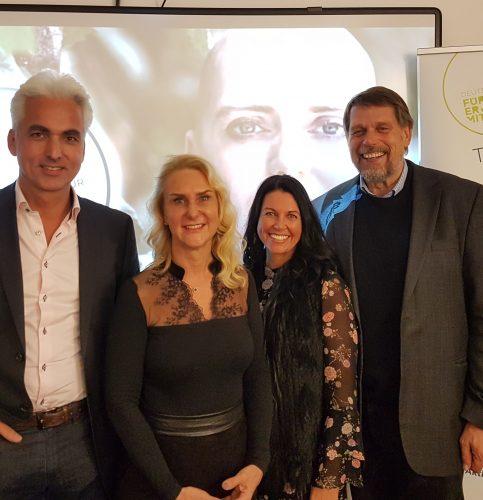 Von links: Dr. med. Ertan Mergen, Prof. Dr. med. Diana Lüftner, Sylvia Schmidt und Prof. Dr. med. Mathias Freund, Kuratoriumvorsitzender der Stiftung.
