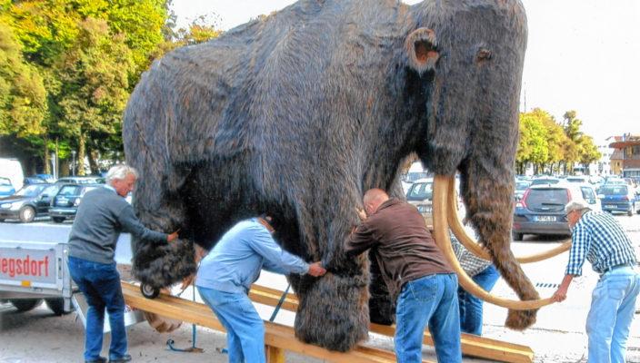 """Öawin"", das Riesenmammut aus Siegsdorf."