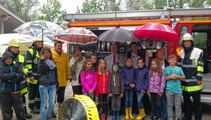 Mini-Rosenheim macht auch bei strömenden Regen Spaß. Davon konnten sich die Vetreter der Stadt bei ihrem Besuch überzeugen.