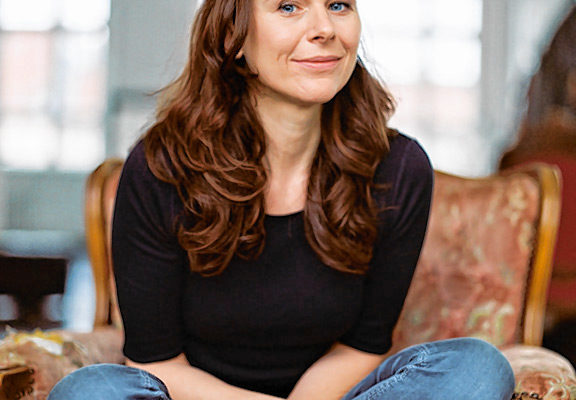 Bettina MIttendorfer ist am 14. März mit ihrer neuen Lesung in Rosenheim. Foto: Henrik Pfeifer