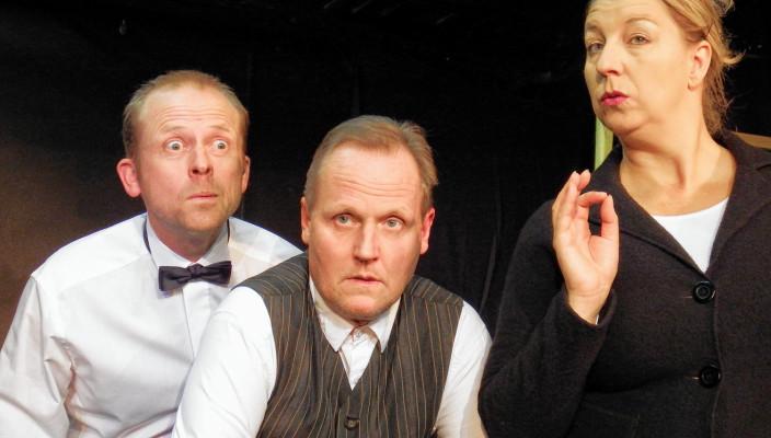 Wer ist der Mörder? Unser Foto zeigt Caniela Mayer, Thomas Terpetschnig und Klaus Schöberl in ihren Rollen. Foto: fkn