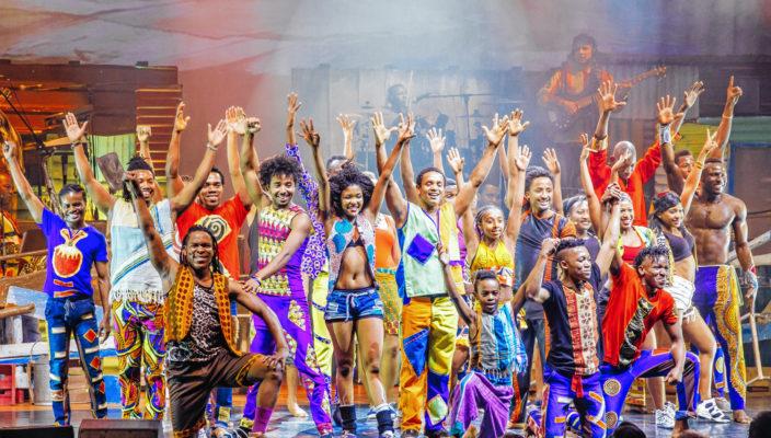 """Eine bunte, fröhliche Welt zeigt """"Mother Africa""""."""