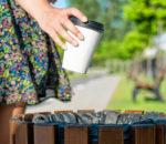 Auch die Einweg-Pappbecher tragen das Ihre zum Müllberg bei - etwa 320 000 Stück werden in Deutschland pro Stunde ausgegeben!