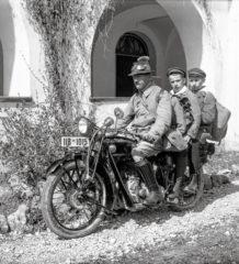 Max Hickl, hier als Motorradfahrer, war stets im Dienste der Allgemeinheit unterwegs. Auch das Fotografieren war eine seiner Leidenschaften.