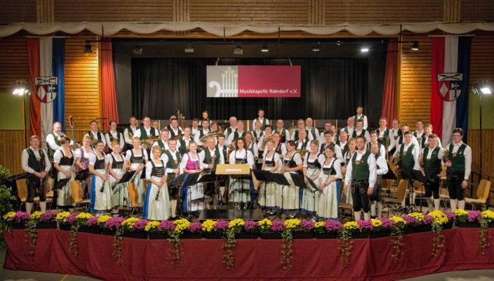 Die Musikkapelle Rohrdorf lädt zum Herbstkonzert.