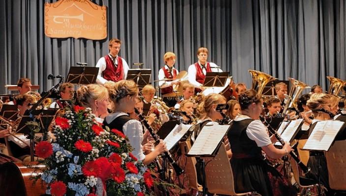 Die Samerberger Musikanten spielen am kommenden Wochenende wieder in der Samerberger Halle auf. Foto: hö
