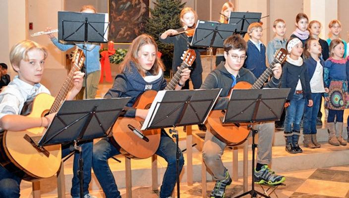 Das Gitarrenensemble von Sandra Lengauer beim letzten Weihnachtskonzert.