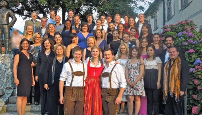 """Tanz- und Gesangsstundenten aus aller Welt nehmen an dem alljährlich in Oberaudorf stattfindenden Ferienkurs """"Music Theater Bavaria"""" unter der Leitung von Joan Travis und Richard Owens teil."""