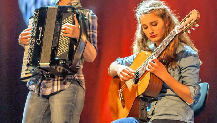 Lucia Glockner und Lena Depta beim letzten Musikschulkonzert im KU'KO Rosenheim.