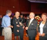 Die drei Rosenheimer Bürgermeister (von links) Gabriele Bauer, Anton Heindl und Beate Burkl schüttelten (fast) alle Hände der über tausend geladenen Gäste – Kaminkehrertochter Marie Lazarus half dabei gern mit. Fotos: (1) Sieberath, (23) Maier