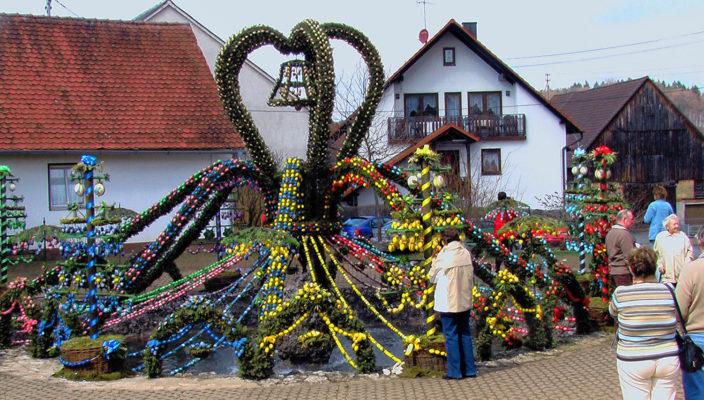 Osterbrunnen von Bieberbach. Foto: Paul Resmer