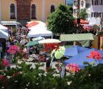 Der Marktplatz ist eine traumhafte Kulisse für den Markt. Foto: M. Poll