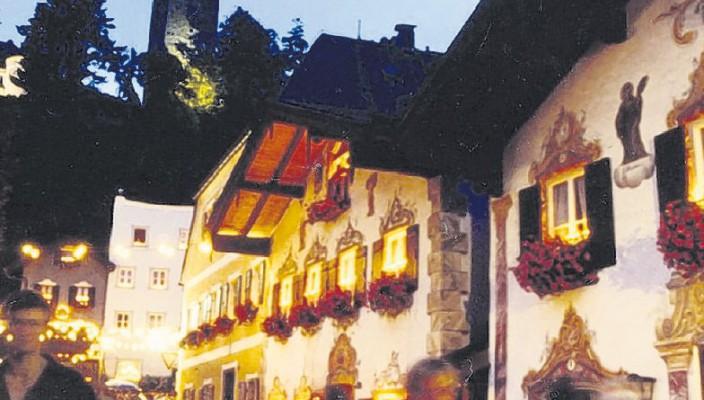 Die denkmalgeschützten Häuser um den Neubeurer Marktplatz sind die herrliche Kulisse für die Marktbeleuchtung.