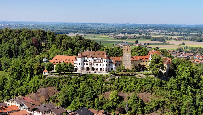 Das Schloss Neubeuern ist wieder Treffpunkt für Kunst- und Literaturinteressierte. Die Neubeurer Woche bietet wieder eine große Vielfalt an interessanten Veranstaltungen.