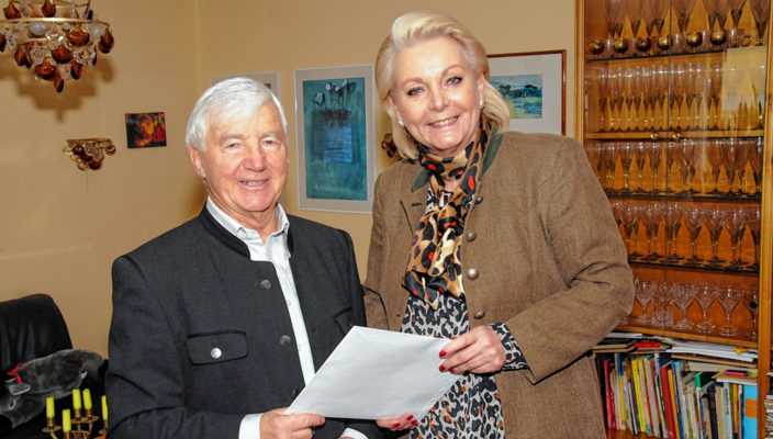 Oberbürgermeisterin Gabriele Bauer würdigte das Geburtstagskind für seinen Einsatz für die Stadtgemeinschaft.