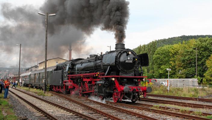 Unterwegs mit einer historischen Dampflok.