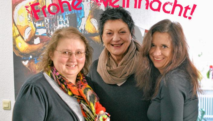 Sie bitten um Spenden für die Caritas-Aktion (von links): Hedwig Petzet, Renate Bruckner (beide Caritas Soziale Dienste), Pia Tscherch (Fachdienstleitung Soziale Dienste).