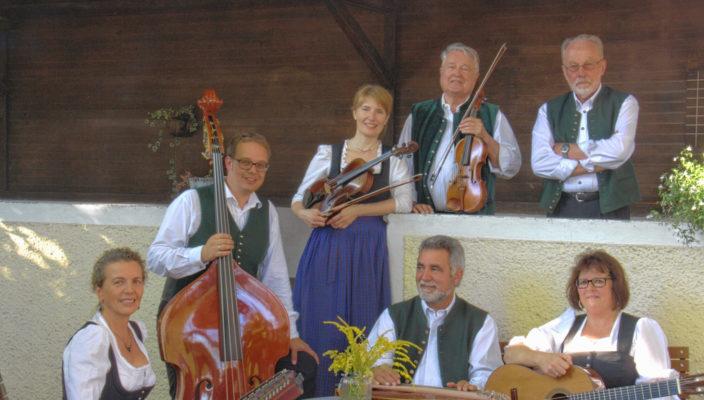 Typische Schrammelmusik und Wiener Lieder spielt die Aiblinger Geigenmusi.