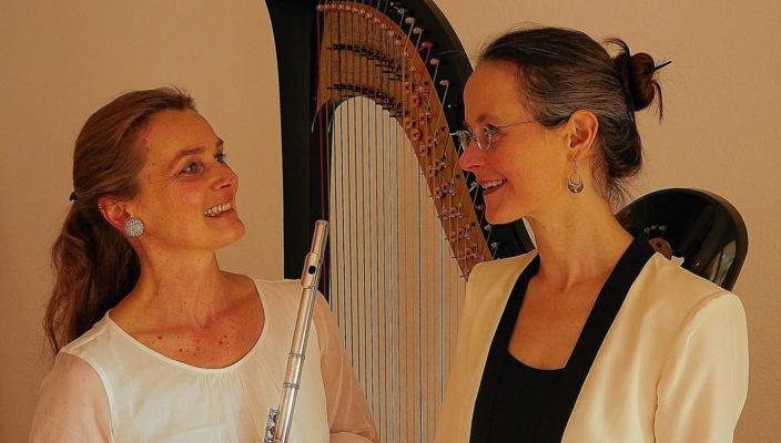 Alice Guinet (Flöte) und Barbara Pöschl-Edrich (Harfe).
