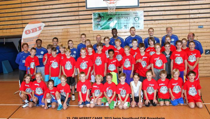 Lauter glückliche und zufriedene Gesichter bei den jungen Sportlern und den Betreuern des OBI-Herbst-Camps des DJK Rosenheim. Foto: re