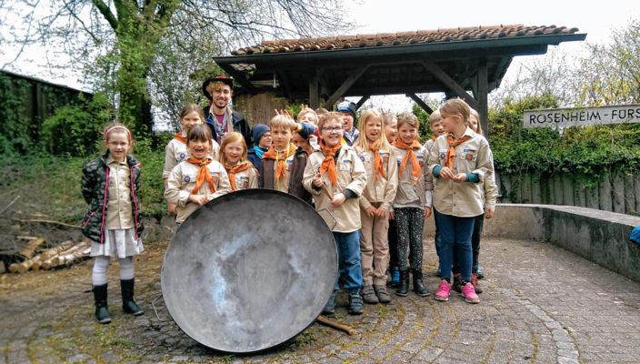 Freude über die neue Feuerschale bei den Fürstätter Pfadfindern.