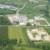 Das Gewerbegebiet Am Oberfeld im September 2018 aus der Luft gesehen. Oben links im Bild die Filliale von von WEKO, darunter das 2014 mit dem Bau von Sanitär Heinze eröffnete Gewerbegebiet Am Oberfeld, dazwischen die Bundesstraße. Ganz unten im Bild die schon zuvor bestehende Kiesgrube.