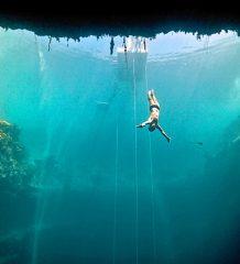 Bungee-Jumping geht auch im Meer! Spektakuläre Filmaufnahmen dazu gibt es bei der Ocean Film Tour.